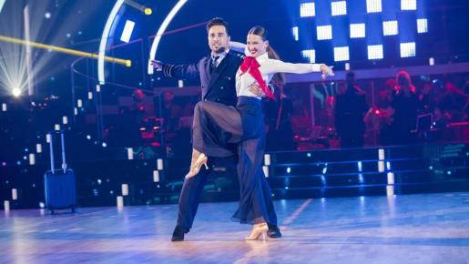 La bailarina Yana Olina y el cantante David Bustamante, han conseguido salvarse una semana más gracias a su última interpretación en el escenario del plató de Prado del Rey.