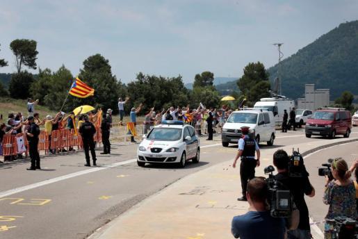 Los exconsellers de Presidència, Jordi Turull; Interior, Joaquim Forn; y Territorio, Josep Rull, en el momento de su ingreso en la cárcel barcelonesa de Lledoners.