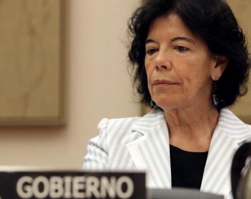 La ministra de Educación y Formación Profesional, Isabel Celaá, durante su comparecencia ante la Comisión de Educación del Congreso para explicar las líneas de actuación de su departamento.