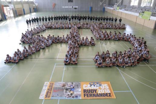 Los participantes en el Campus Rudy Fernández, en su tradicional foto de familia. CAMPUS RF5