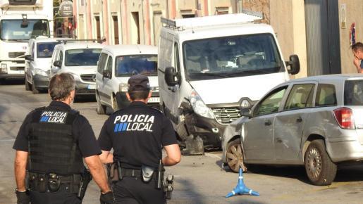 Agentes de la Policía Local de Andratx se han hecho cargo del accidente.