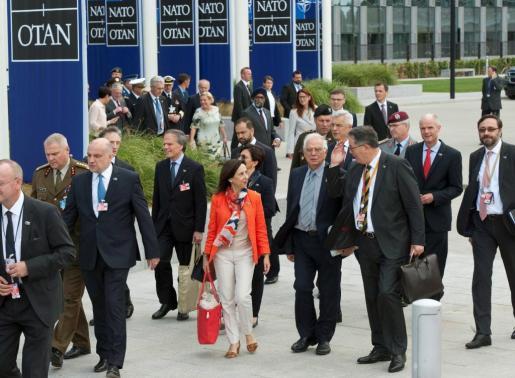 Borrell (2d), acompañado de la ministra de Justicia Margarita Robles (c), en la cumbre de jefes de Estado de la OTAN en Bruselas.