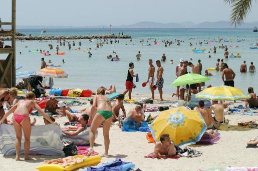 La zona interior de Mallorca, en alerta amarilla debido a las altas temperaturas en la isla. Las playas de la ciudad y resto de la isla serán la salvación para muchos.