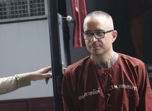 El español Artur Segarra llega a una audiencia sobre la fase de apelación en el Tribunal Penal de Bangkok.