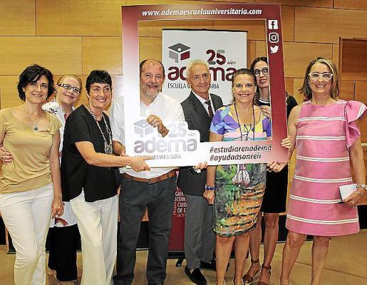 Carmen García, María Qués, Carmen Torcello, Gabriel González, Diego González, Xeska Díaz, Marina Márquez y Mari Nova.