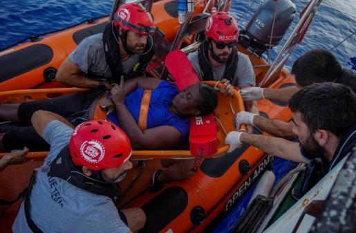 El jugador de la NBA participó en un rescate en alta mar. Los tripulantes del barco de la ONG trasladan a puerto los cuerpos hallados para darles un «trato digno».