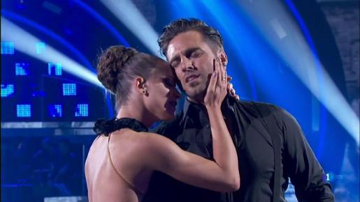 La pareja muestran su complicidad en la pista de baile. Ambos han logrado conseguir a la final del programa de TVE.
