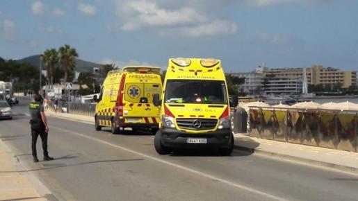 Imagen de las ambulancias que acudieron al lugar de los hechos.