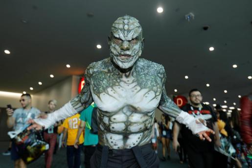 Uno de los superhéroes en la Inauguración de Comic-Con de San Diego. Miles de aficionados de las historietas, los superhéroes y el anime viajaron a la ciudad para participar en la inauguración.