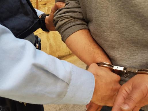 Dos de los arrestados se habían desplazado a Madrid.