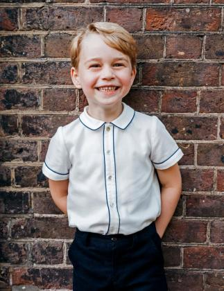 La familia real británica ha hecho pública esta imagen del príncipe George.
