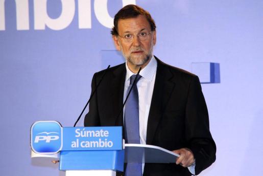El candidato del PP a la Presidencia del Gobierno, Mariano Rajoy, interviene durante un acto público celebrado hoy por su formación en Melilla.