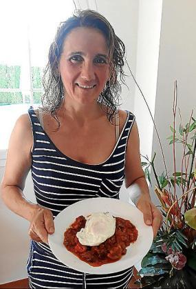 Herminia Hidalgo propone una receta de pisto con huevo.