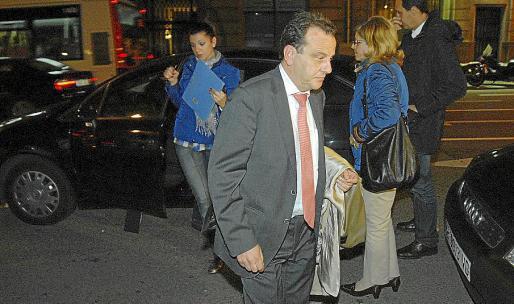 El fiscal Pedro Horrach, en uno de los registros realizados en Barcelona.