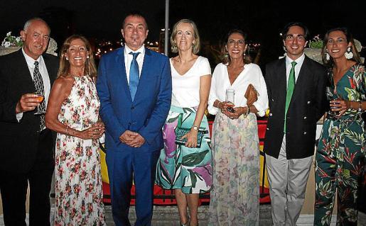 Vicente Rivera, Toti Pou, Agustín Martínez, Rosa Torrens, Ana María Moreno, Miguel Ferrer de Sant Jordi y Adriana Bordoy.