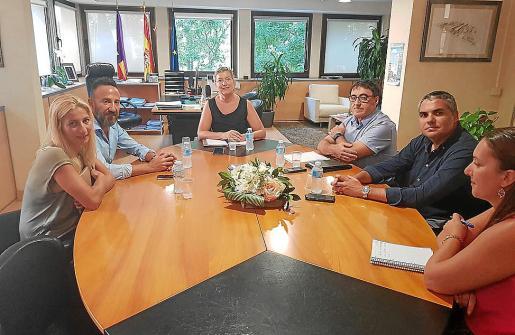 La regidora de Sanitat y el alcalde se reunieron con la consellera y con los técnicos.