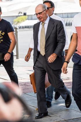 El exvicepresidente del Gobierno Rodrigo Rato, a su llegada a los juzgados madrileños de Plaza de Castilla, donde ha declarado por el presunto blanqueo.