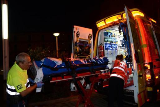 El turista ha sido trasladado al hospital de Son Espases con una ambulancia medicalizada.