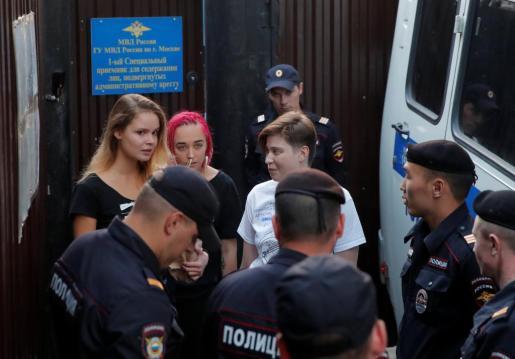 Imagen de Piotr Verzilov, Nika Nikulshina, Olga Kurachiova y Olga Pajtusova, que fueron condenados por la invasión en el campo en el Mundial de Rusia.