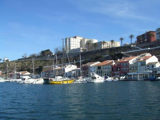 El altercado se ha producido en las inmediaciones del puerto de Mahón.