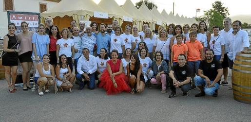 El extenso grupo de voluntarios que hizo posible la gala.