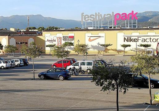 El centro comercial Festival Park fue inaugurado por APN en 2005.
