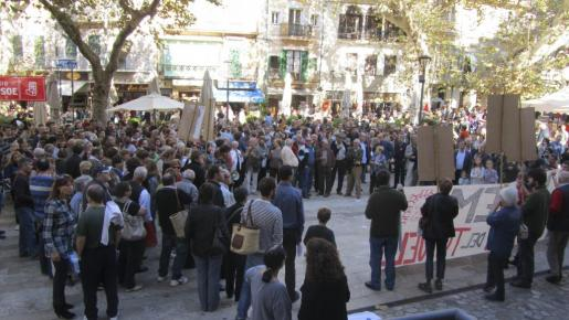 Más de 400 personas se han concentrado esta mañana en Sóller para reclamar al Govern el pago de la subvención del peaje del túnel.