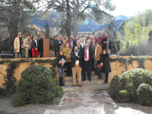 Pere A. Serra junto a Tolo Jaume y el resto de miembros de Palma Viva Club que acudieron a Can Prunera.