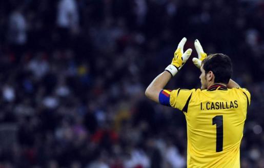 El portero de la selección española de fútbol, Iker Casillas, durante el partido.