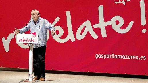 El candidato de IU a la Presidencia del Gobierno, durante su intervención en un mitin en Gijón.