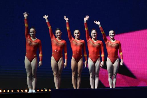 Las componentes del equipo español celebran su clasificación para la final.