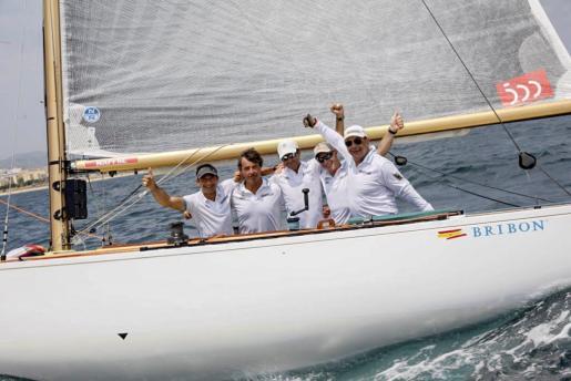 Fotografía facilitada por MAPFRE de la embarcación Bribón, que se ha proclamado campeón en la Copa del Rey Mapfre en la clase 6M Clásicos, en la penúltima jornada de la Copa del Rey Mapfre de vela, que se celebra en aguas de la bahía de Palma. EFE/Mapfre/Nico Martínez Copa del Rey Mapfre