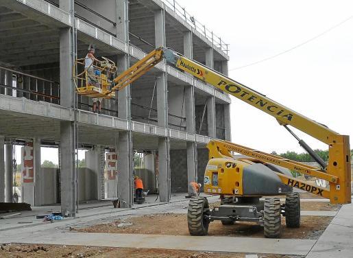 La construcción de plurifamiliares se ha desplomado en Manacor a causa de la reducción de altura de estas edificaciones en vistas al futuro PGOU. Los profesionales consideran que no salen a cuenta y ahora apuestan por otras construcciones como los adosados o los unifamiliares.