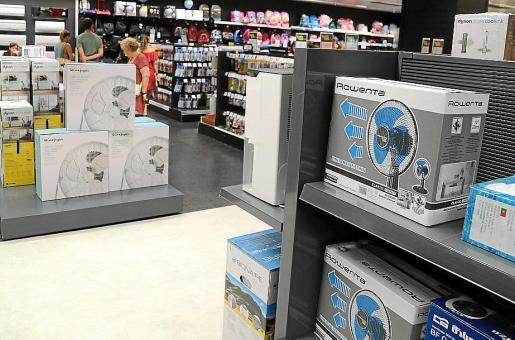 Las grandes superficies están batiendo récords de ventas de todo tipo de ventiladores.