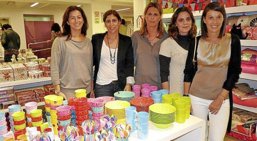 Coke Iboleón, Silvia Homs, Chus Lasierra, Sandra Alonso y Susana Tejada.
