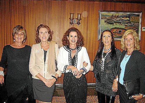 Julieta Farré, Bego Moragues, María José Jiménez, Fina González y Teresa Martorell.