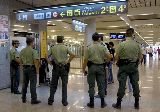 La Guardia Civil del aeropuerto, al frente de la investigación.