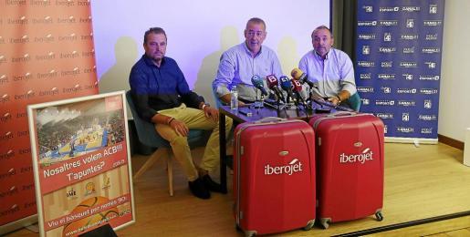Lorenzo Huguet, representante de Avoris, Guillem Boscana, presidente del Iberojet Palma, y Jordi Mulet, director general del club. JOAN TORRES