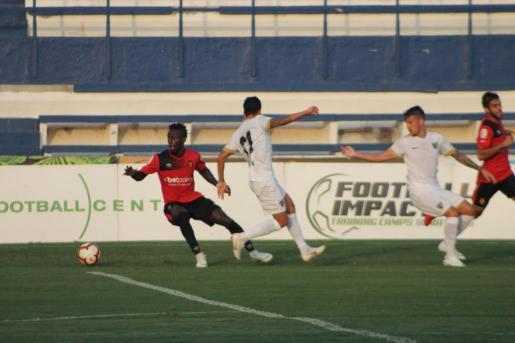 Un lance del encuentro amistoso disputado entre el Málaga y el Real Mallorca.