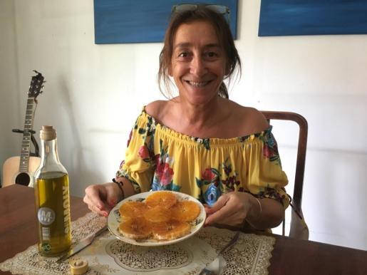 Pilar Arévalo participa en el concurso con una receta de carpaccio de naranja.