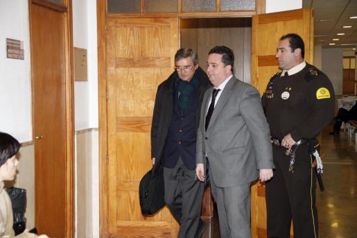 El aparejador Miguel García, a su llegada al juzgado.