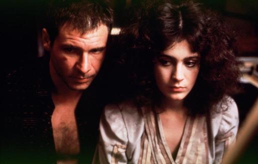 Sean Young junto a Harrinson Ford en un fotograma de la película 'Blade Runner'.