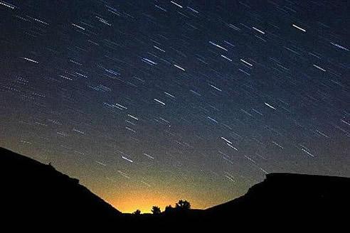 Esta medianoche es la mejor -según los astrónomos- para poder observar las Perseidas o lágrimas de San Lorenzo, la lluvia estelar del verano.