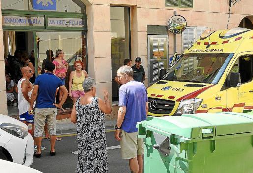 Los servicios de emergencia en el lugar donde se atragantó la bebé.