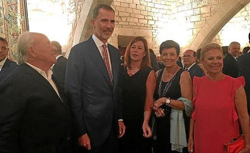 Pep Pinya, el rey Felipe VI, Francina Armengol, Carmen Serra e Isabel Izquierdo.