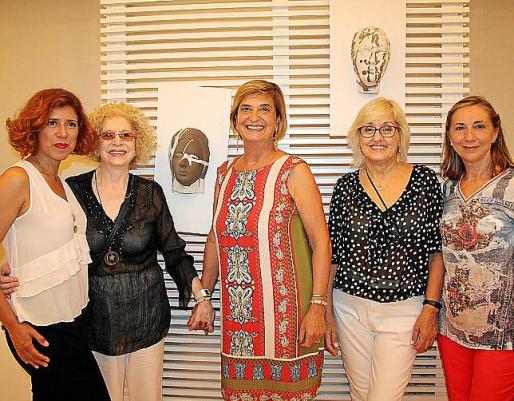 Vicky Pérez, Julia Machado, Ana María Lasere, Lidia Méndez y Malen Ramon.