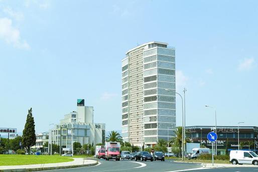 El solar dispuesto por los empresarios asociados a ASIMA para la ubicación de la planta de reciclaje está ubicado frente a la Torre Asima, en el polígono Son Castelló.