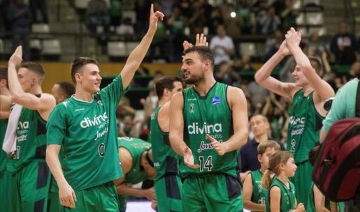 Los jugadores del Joventut celebran un triunfo de la pasada temporada.