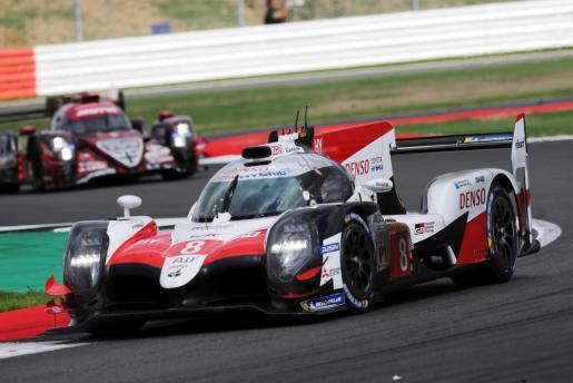 Fernando Alonso, el suizo Sebastien Buemi y el japonés Kazuki Nakajima, en las Seis Horas de Silverstone.