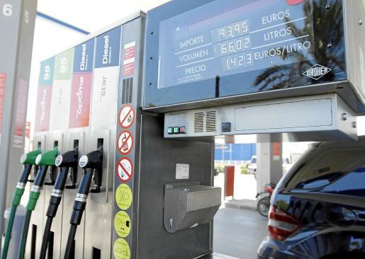 Imagen de un surtidor de gasolina.